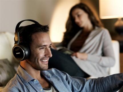Novità| La tecnologia ci libera dal vincolo dei cavi anche per ascoltare la musica