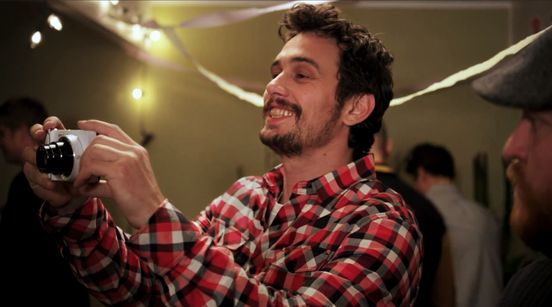 Novità Accessori| James Franco, nuovo video per Galaxy Camera!