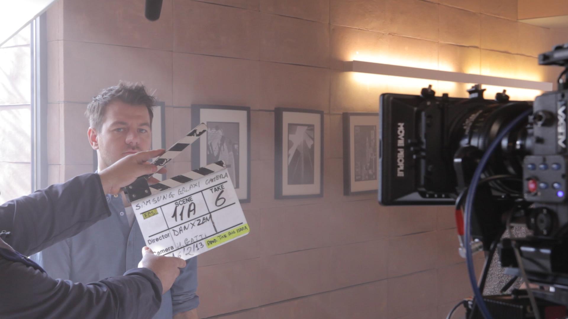Novità Accessori| Alessandro Cattelan protagonista del nuovo spot video di Samsung