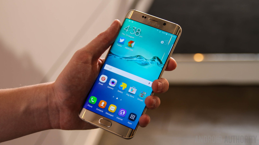 Galaxy-S6-Edge-Gold-Hands-On-AA-4-of-20-840x473