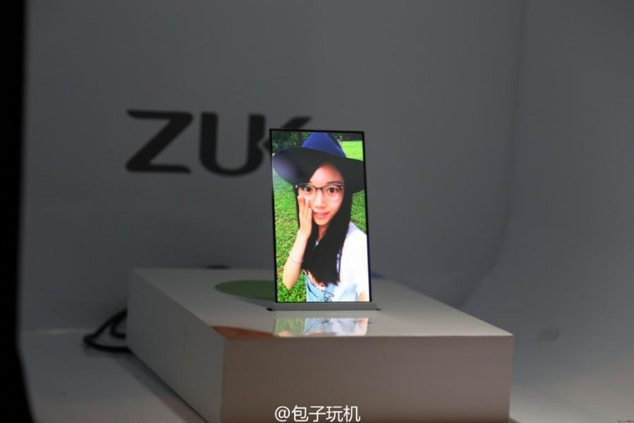 ZUK - Prototipo di smartphone con display trasparente