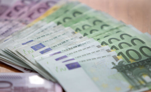 EURO banknotes are seen in a bank in Heidelberg, Germany, on December 14, 2011. AFP PHOTO / STR        (Photo credit should read -/AFP/GettyImages)